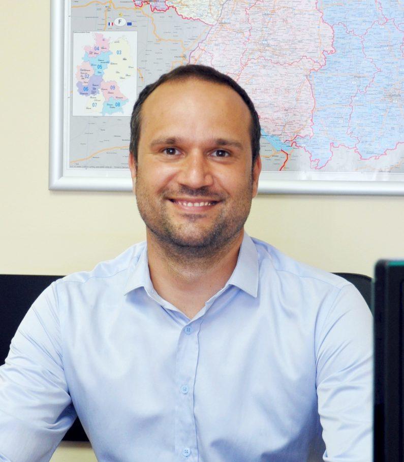 Атанас Велинов : Мениджър сервизно обслужване